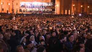 The crowd reacts to the selection of a new pope (2013).