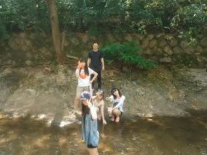 One day, Youhyun Lee, EGHS students, and her friends went to a mountain stream with their teacher and enjoyed that time. After playing with water guns, the five relaxed by the stream.