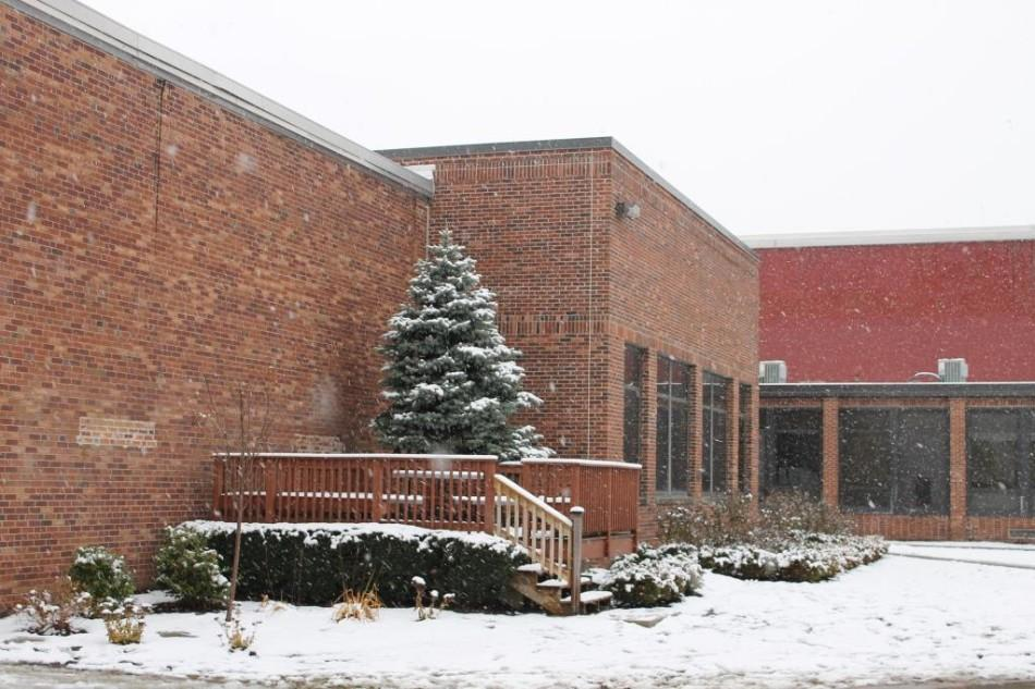 As the snow keeps falling, many have become curious about the school's snow day policy.  The Glen Echo met with the District Superintendent, Dr. Valenti, to discuss the process and the future.