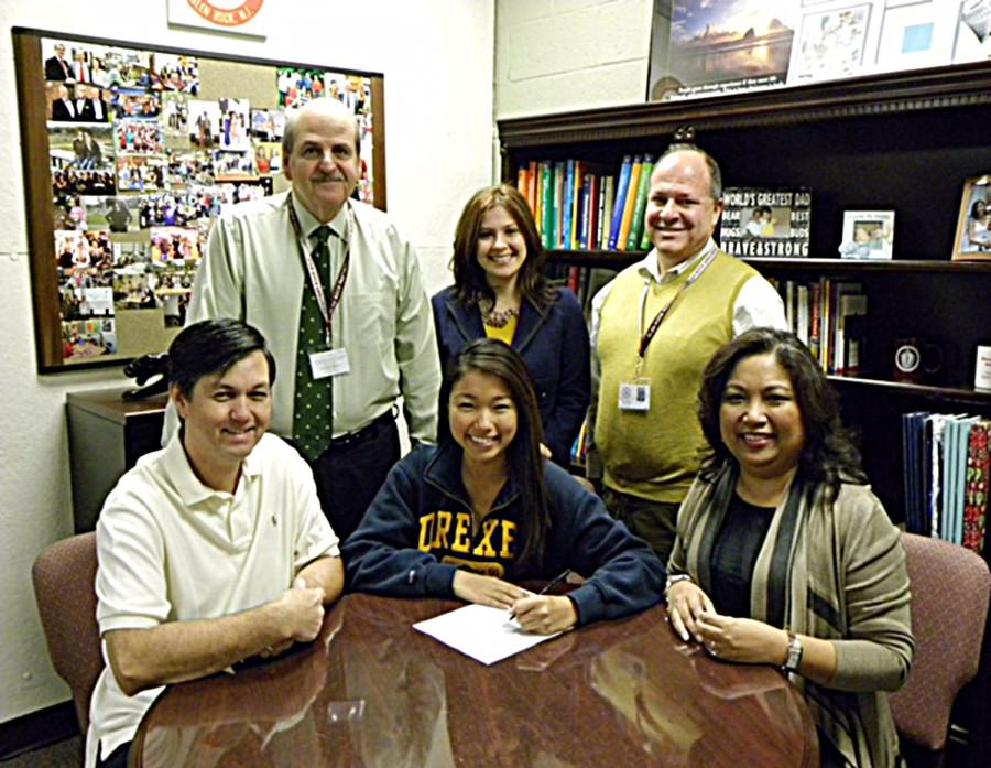 As+a+junior%2C+Alex+Beilman+signs+with+Drexel+University+for+the+2014-2015+school+year.++