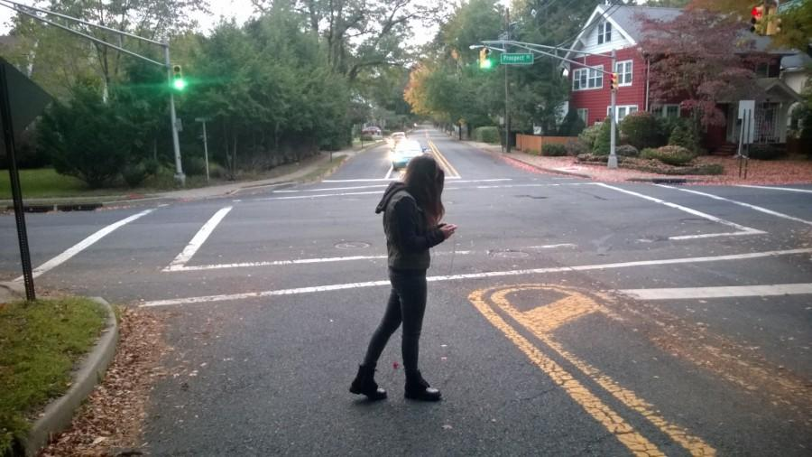 Many students do not pay attention to their surroundings while they cross the street.