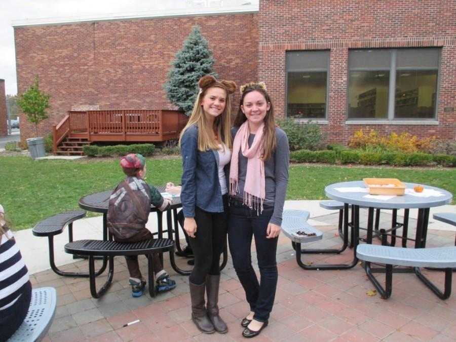 Lead mentors Kaitlin Stansel (left) and Karolina Callahan (right) at the Halloween event this fall.