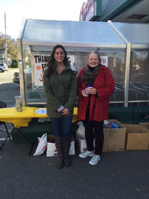 Ilaria+Fellini+and+Debra+Brolsma+stand+outside+Kilroys+accepting+donations+for+the+Interact+food+drive.
