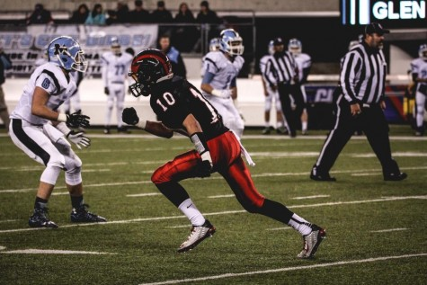 Junior Tim Ray starts to run a route in the first quarter.