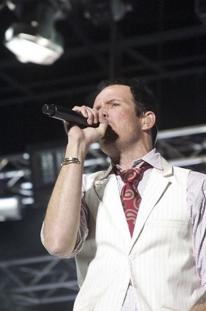 Scott Weiland performing with Stone Temple Pilots.