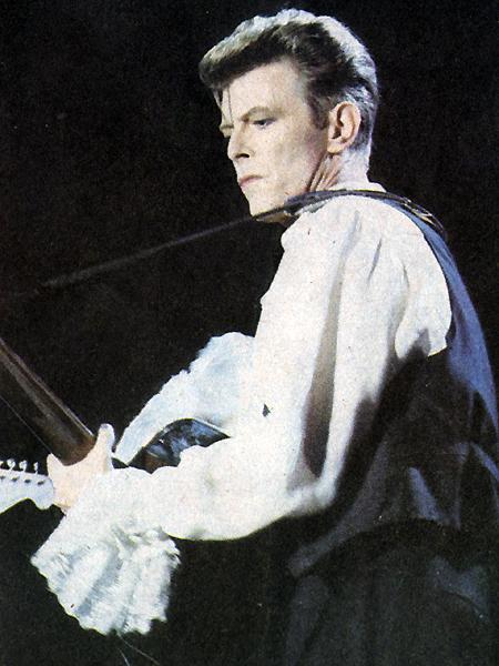 David Bowie performing in Chilé.