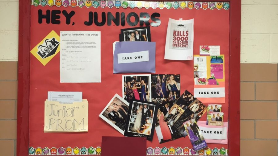 Display+of+the+Class+of+2017%E2%80%99s+bulletin+board+at+the+end+of+their+hallway%2C+full+of+prom+packets+with+helpful+packages+and+tips+for+prom.+