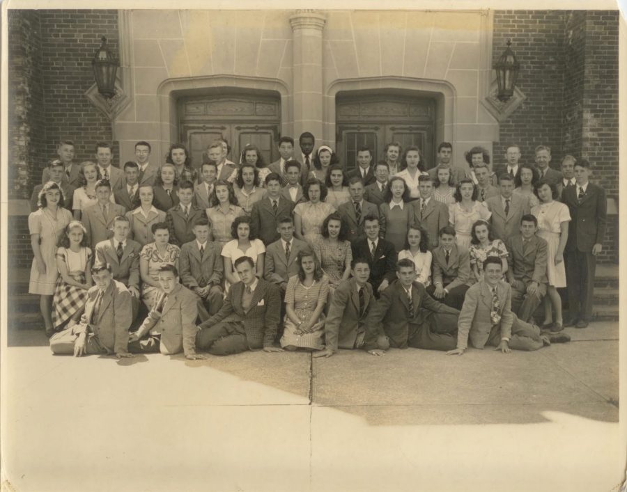Glen+Rock+Junior+High+Graduating+class+of+1945.+Bob+Zier+pictured+standing+third+row%2C+fourth+from+the+left.