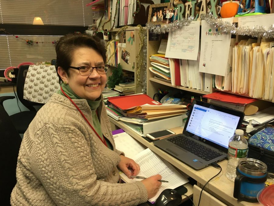 Ms. Pat Mahoney spends the majority of her week as an English teacher, grading tests, teaching literature and helping her students. But on the weekends, Mahoney helps people in a different way: as a psychoanalyst.