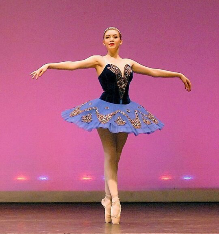 Julienne dances on pointe in Raymonda during Petrov's 2016 Spring Gala.