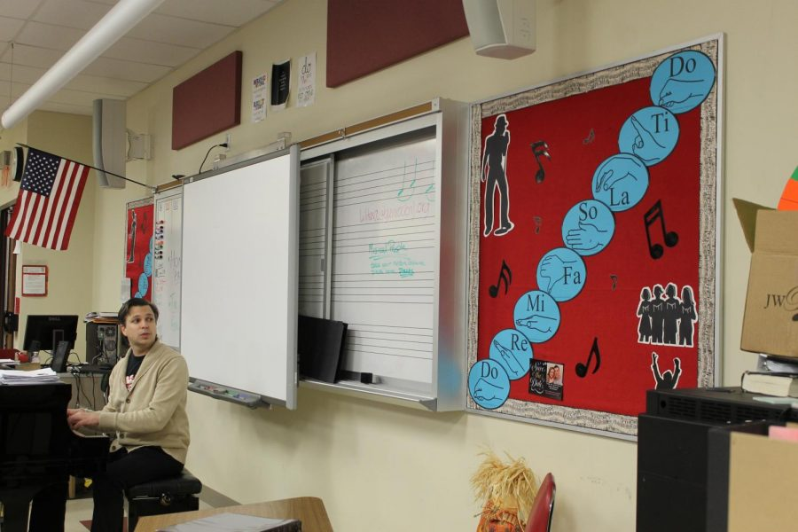 Mr. Helder reviews solfege with his Period One class. Photo Credit: Julia Piermatteo