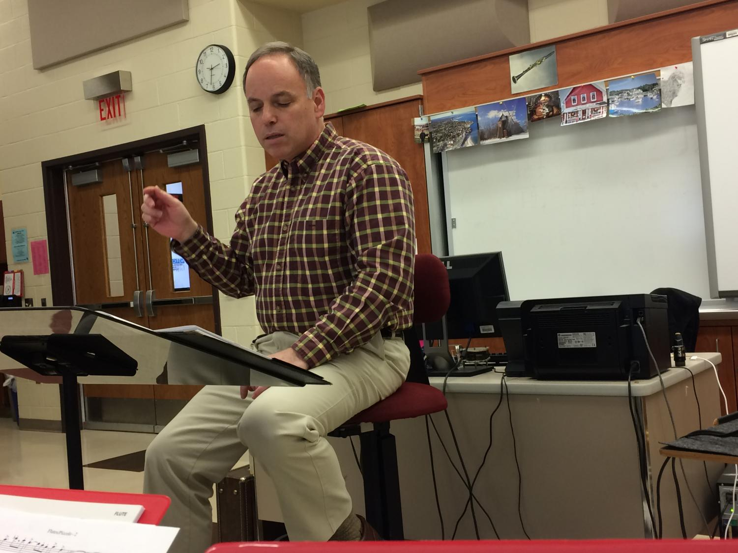"""Mr. Kurland conducts the tenor and baritone saxes in """"Flourish for Winds"""" during class. Kurland chose to play """"Flourish for Winds"""" in the 2018 Spring Concert because it is in 6/8, and there is interesting percussion. He listened to the recording of the song and thought it sounded cool. Photo credit: Julia Piermatteo"""